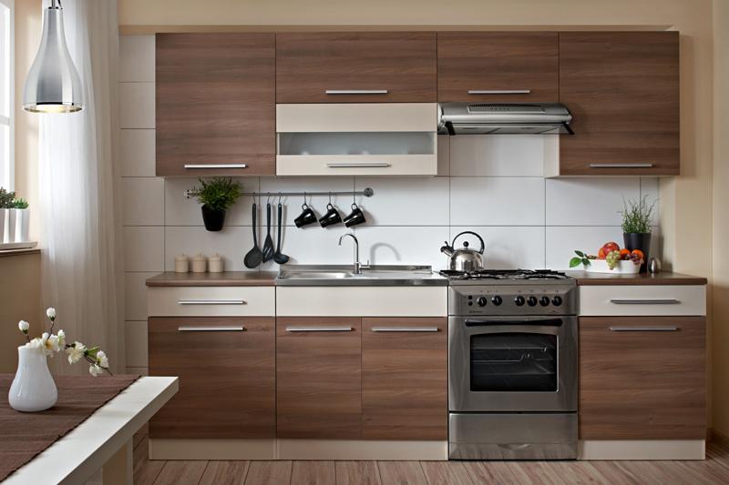 FLEX kuchyňa 260, farebné prevedenie: korpus -béžová, dvierka v kombinácii farieb béžová a škoricová akácia. Moderné prevedenie cenovo dostupnej kuchynskej linky vhodnej do panelákových bytov. Kuchyňa FLEX 260 je navrhnutá tak, aby sa skrinky dali poskladať v ľubovoľnom poradí. Horná skrinka W80 má výklopné dvierka. Pracovná doska je vo farbe orech tosca (hĺbka 60 cm, výška 28 mm), ktorá je delená na rozmery dolných skriniek, t. j. 2x 60 cm. Skrinka na drez pracovnú dosku neobsahuje. Spotrebiče vyobrazené na obrázku nedodávame. Zostava obsahuje nasledovné skrinky:horná výklopná skrinka  80  horné jednodverové skrinky 2x W60digestorová skrinka W60OKdolná skrinka pod drez D80ZLso záslepkou;dolná skrinka jednodverová so zásuvkou 2x D60S1.V cene nie je zahrnutý drez, sporák a digestor! Odporúčame zakúpiť celoplošný drez INTERNATIONAL 1B1D (šír./hlb. v cm: 80/60), viď sekcia