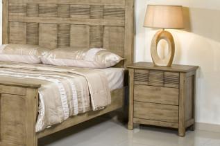 LESTON drevený nočný stolík