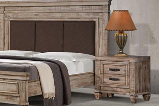 NAVITA drevený nočný stolík